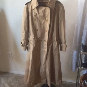EUC Burberry trench coat with wool liner